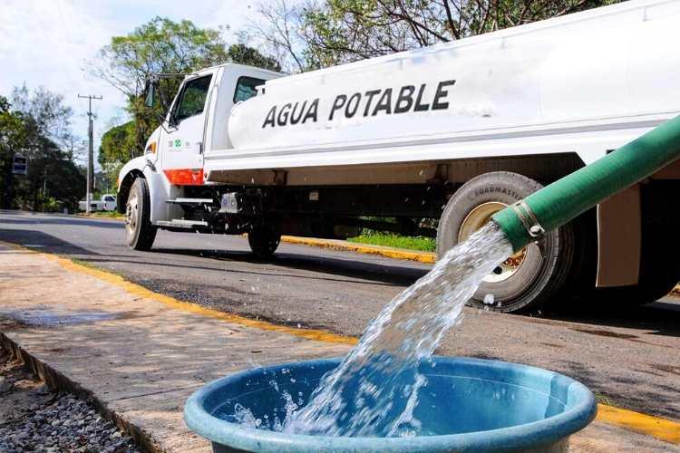 Vidal Llerenas asegura que se abastecen 400 mil litros diarios de agua en toda la alcaldía.